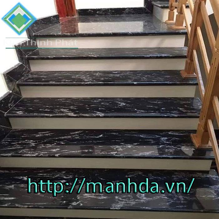 Cầu thang đá hoa cương tự nhiên đen vân trắng