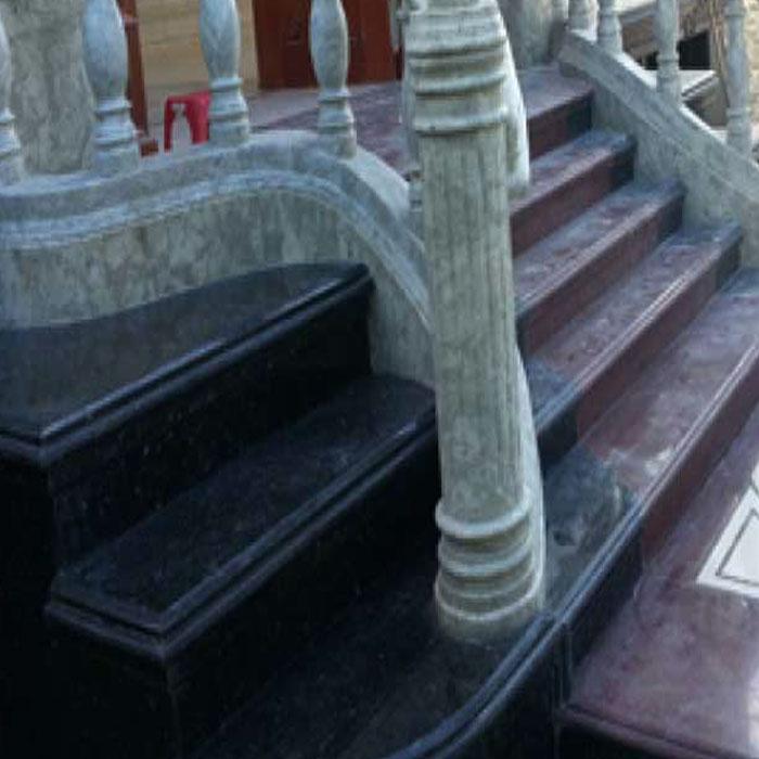 Cầu thang đá hoa cương tự nhiên đen xà cừ f2