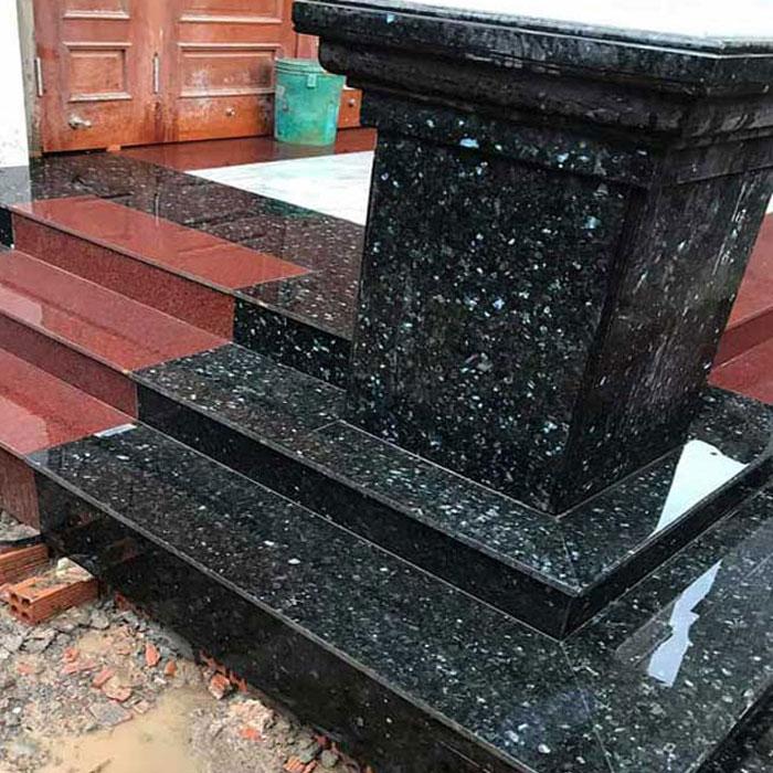 Cầu thang đá hoa cương tự nhiên đen xà cừ f3