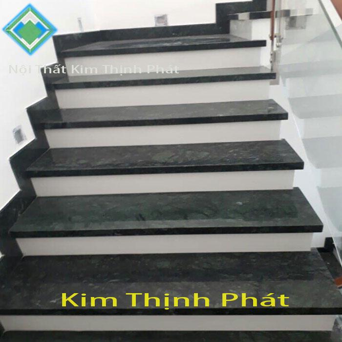 Cầu thang đá hoa cương tự nhiên đen xà cừ f7