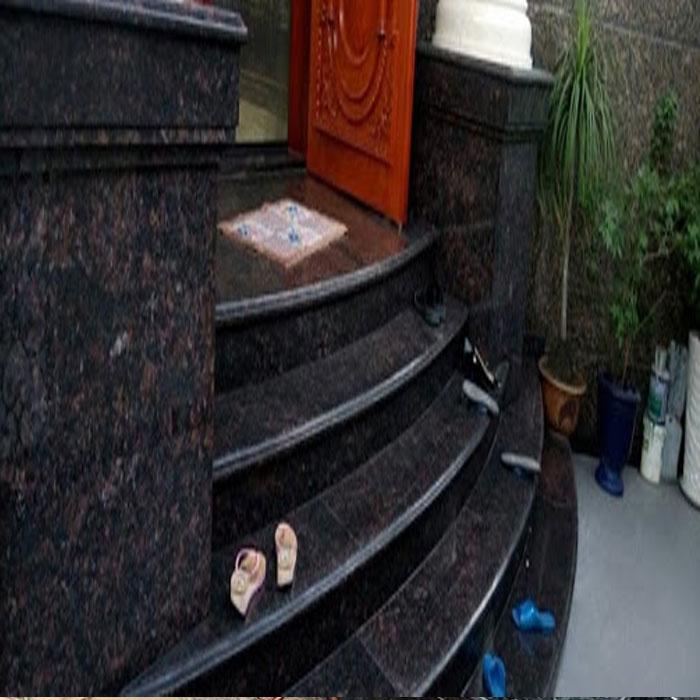 Cầu thang đá hoa cương tự nhiên nâu đen