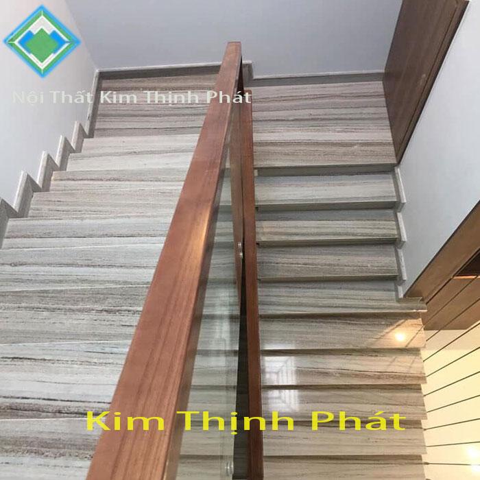 Cầu thang đá trắng xám vân gỗ
