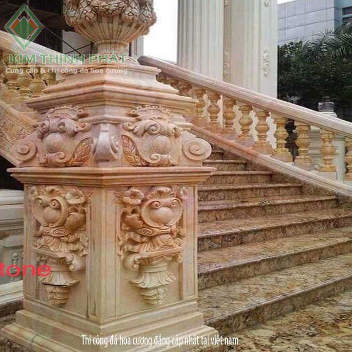Cầu thang đá hoa cương vàng hoàng gia f10