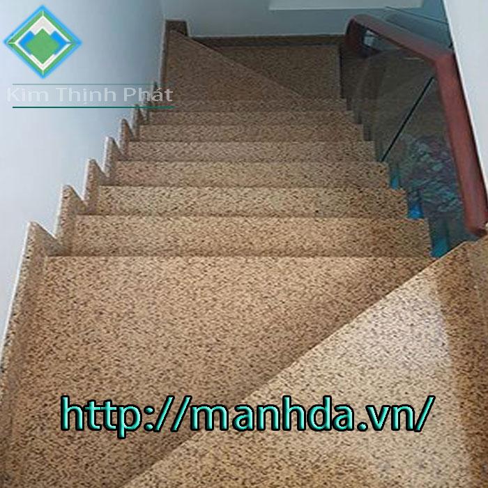 Cầu thang đá hoa cương vàng nhân tạo kim tinh